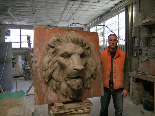 lion sculpture sculpted in clay